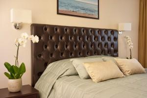 Elegants gultas pārklājs viesnīca